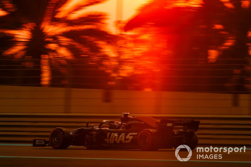 14: Kevin Magnussen, Haas F1 Team VF-19, 1'37.254