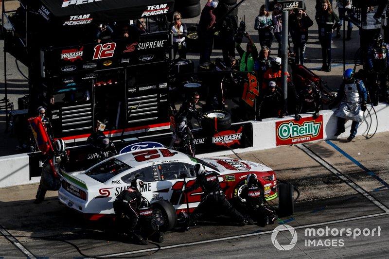 Ryan Blaney, Team Penske, Ford Mustang, pit stop