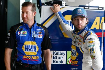 Crew chief Alan Gustafson and Chase Elliott, Hendrick Motorsports, Chevrolet Camaro NAPA AUTO PARTS