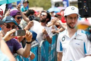 Alexander Sims, BMW I Andretti Motorsports poses for a picture from a fan
