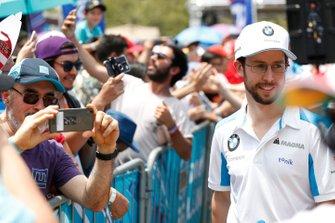 Alexander Sims, BMW I Andretti Motorsports in posa per una foto di un fan