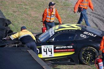 Crash: 44 Mercedes-AMG Team Strakka Racing Mercedes-AMG GT3: Gary Paffett, Tristan Vautier, Lewis Williamson
