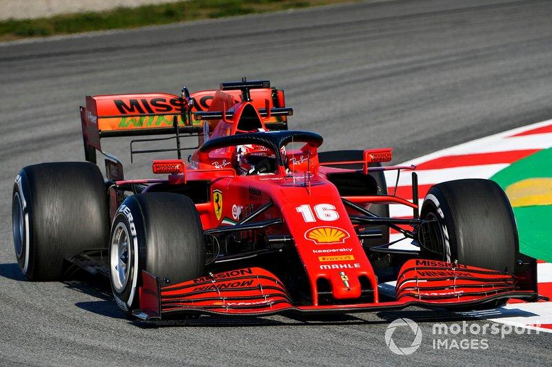 Charles Leclerc au volant de la Ferrari SF1000