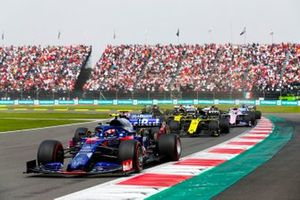 Pierre Gasly, Toro Rosso STR14, leads Daniel Ricciardo, Renault F1 Team R.S.19, Nico Hulkenberg, Renault F1 Team R.S. 19, Lance Stroll, Racing Point RP19, and the remainder of the field at the start of the race