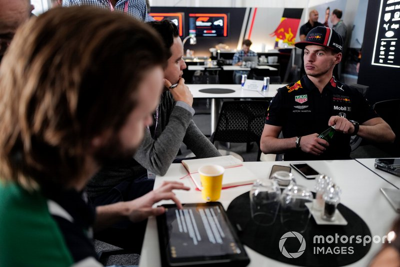 Max Verstappen, Red Bull Racing, parla con i media