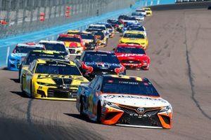Кристофер Белл, Leavine Family Racing, Toyota Camry и Уильям Байрон, Hendrick Motorsports, Chevrolet Camaro