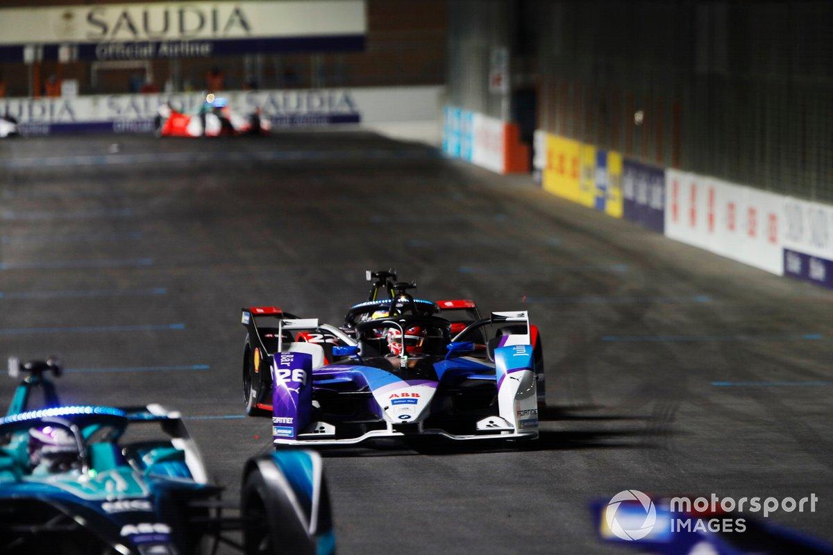 Maximilian Guenther, BMW I Andretti Motorsports, BMW iFE.21, por delante de Oliver Rowland, Nissan e.Dams, Nissan IMO2