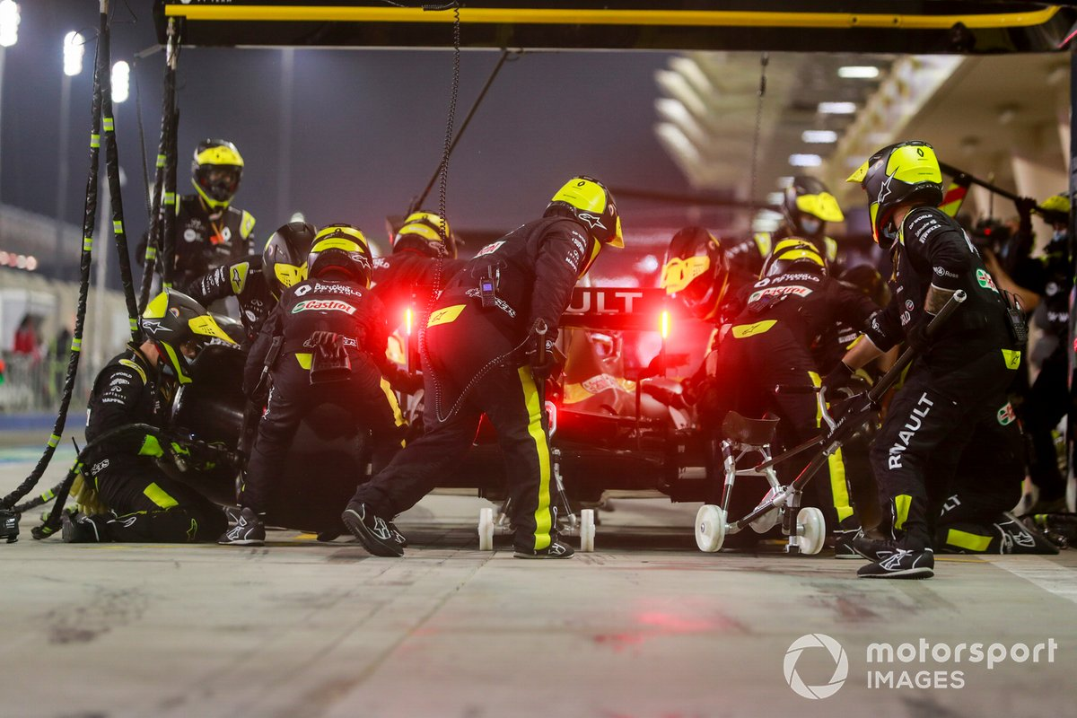 Daniel Ricciardo, Renault F1 Team R.S.20, pitstop