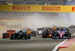 Valtteri Bottas, Mercedes F1 W11, Sergio Perez, Racing Point RP20, Charles Leclerc, Ferrari SF1000, Max Verstappen, Red Bull Racing RB16, and the rest of the field at the start