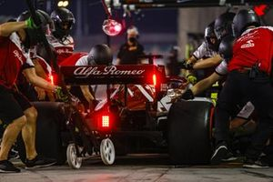 Kimi Raikkonen, Alfa Romeo Racing C39, in the pits during practice