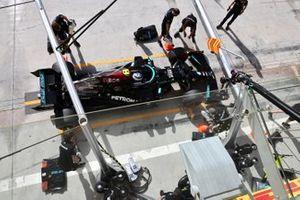 Valtteri Bottas, Mercedes W12, dans les stands