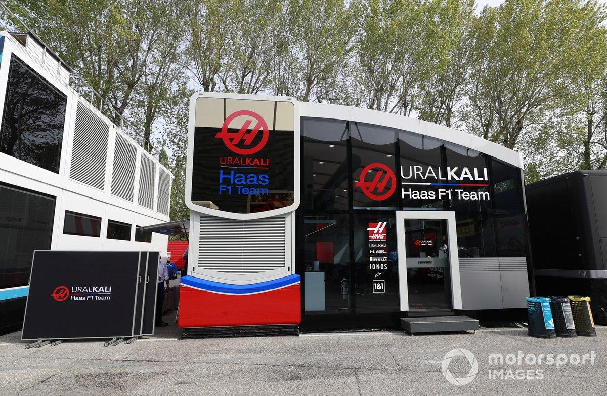 El motorhome de Haas F1 en el paddock