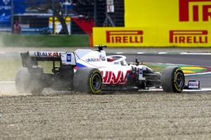 Nikita Mazepin, Haas VF-21, touches the gravel