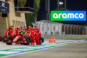 Ferrari mechanics with the car of Charles Leclerc, Ferrari SF1000