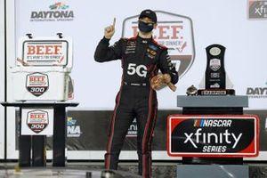 Race winner Austin Cindric, Team Penske, Ford Mustang Verizon 5G
