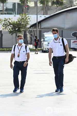 El Dr. Ian Roberts y Alan van der Merwe, conductores del coche médico FIA