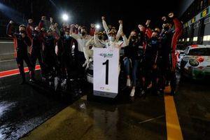 Winner #34 Walkenhorst Motorsport BMW M6 GT3: Augusto Farfus, Nicky Catsburg, Sheldon van der Linde with the team