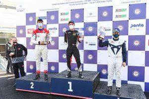 Il podio di Gara 2: primo posto, Jonathan Giacon, MM Motorsport, Honda Civic Type R TCR, secondo posto, Eric Brigliadori, BF Motorsport, Audi RS 3 LMS TCR, terzo posto, Salvatore Tavano, Scuderia del Girasole by Cupra Racing, Cupra Leon Competicion TCR