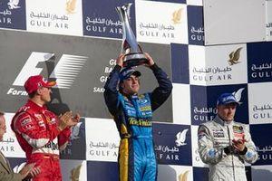 Race winner Fernando Alonso, Renault F1 Team, second place Michael Schumacher, Ferrari, third place Kimi Räikkönen, McLaren
