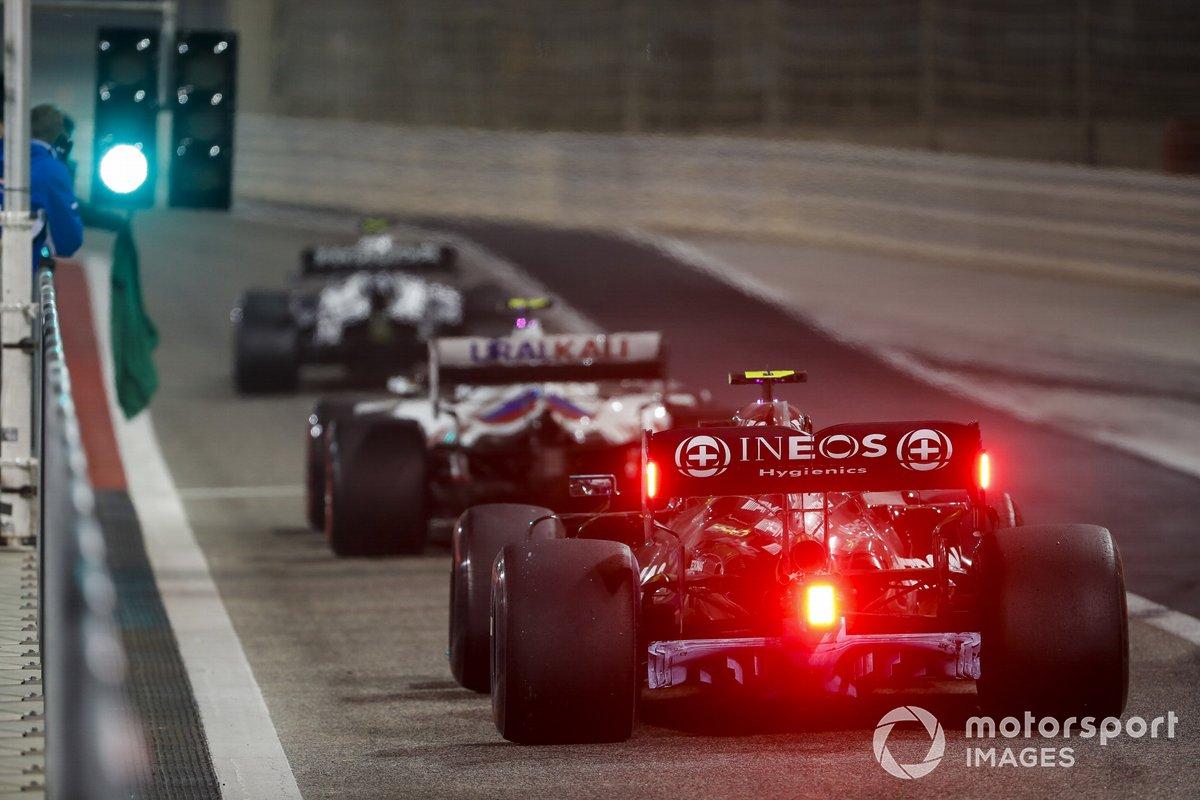 Valtteri Bottas, Mercedes W12 et Mick Schumacher, Haas VF-21