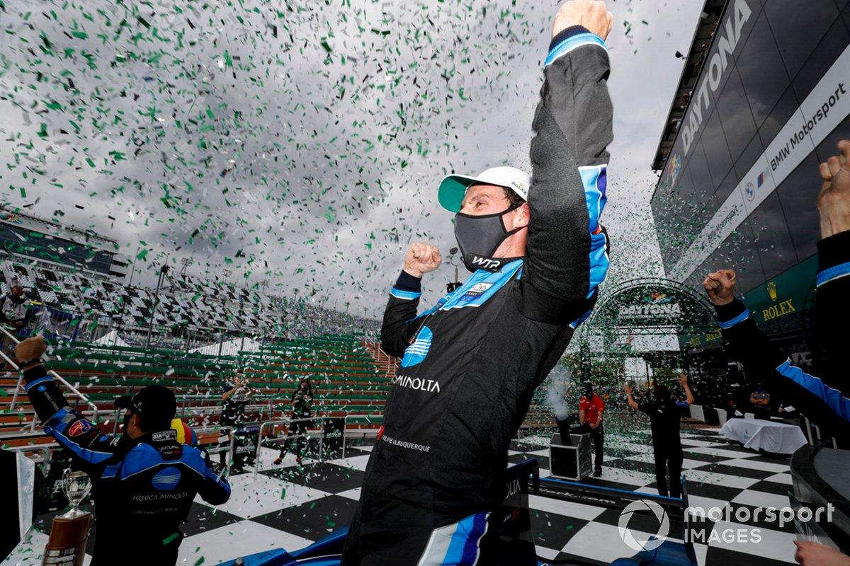 #10 Wayne Taylor Racing Acura ARX-05 Acura DPi: Filipe Albuquerque festeggia la vittoria