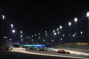 Charles Leclerc, Ferrari SF1000, Daniel Ricciardo, Renault F1 Team R.S.20, en Carlos Sainz Jr., McLaren MCL35
