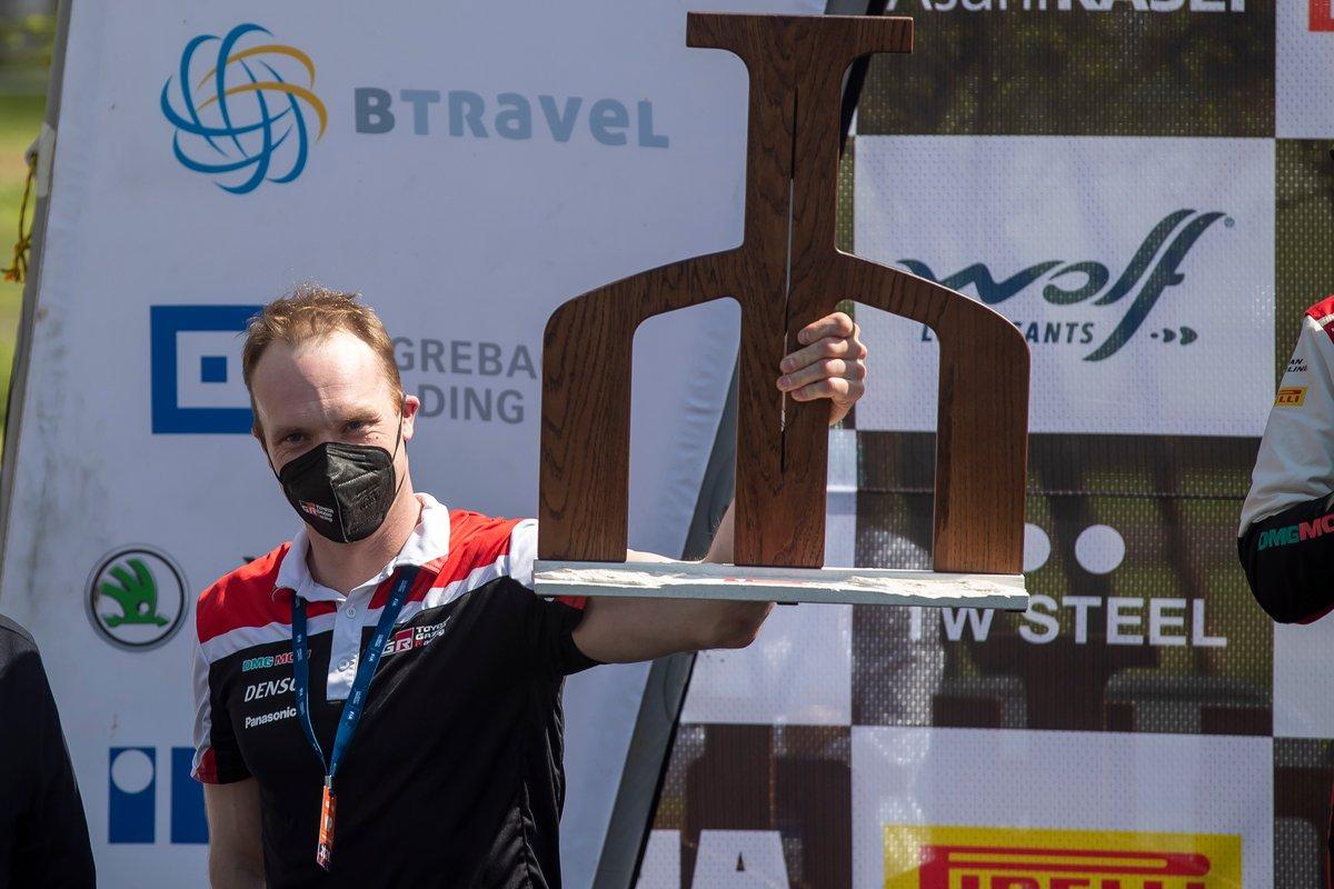 Podio: Jari-Matti Latvala, director del equipo Toyota Gazoo Racing WRT