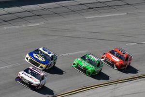 Denny Hamlin, Joe Gibbs Racing, Toyota Camry FedEx Ground and Chase Elliott, Hendrick Motorsports, Chevrolet Camaro NAPA Auto Parts
