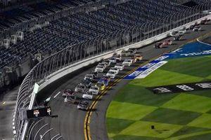 John Hunter Nemechek, Kyle Busch Motorsports, Toyota Tundra Mobil 1 leads