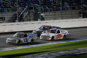Johnny Sauter, ThorSport Racing, Toyota Tundra Vivitar/RealTree, Raphael Lessard, GMS Racing, Chevrolet Silverado CANAC, Todd Gilliland, Front Row Motorsports, Ford F-150 Frontline