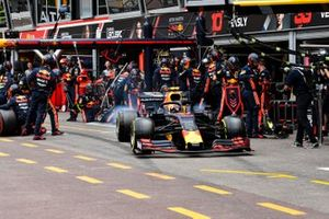 Max Verstappen, Red Bull Racing RB15 wheel spins after his pit stop