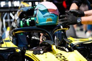 Daniel Ricciardo, Renault F1 Team, on the grid