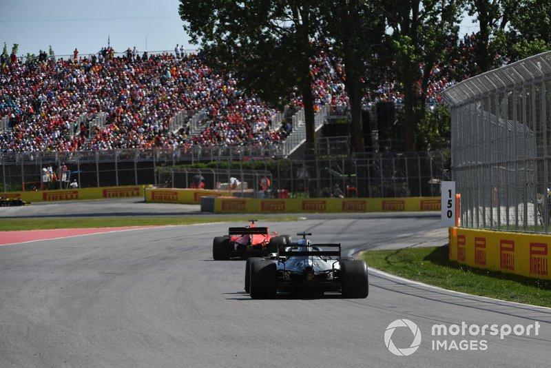 Sebastian Vettel, Ferrari SF90, Lewis Hamilton, Mercedes AMG F1 W10