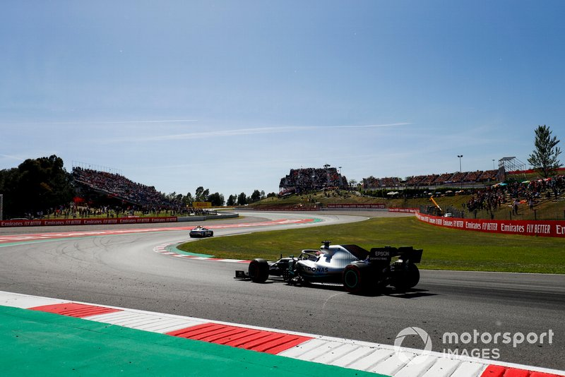 The Safety Car leads Lewis Hamilton, Mercedes AMG F1 W10