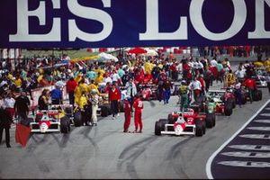Alain Prost and Ayrton Senna, McLaren talk on the grid before the restart