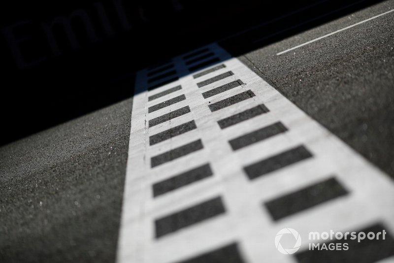 Línea de meta en la recta principal