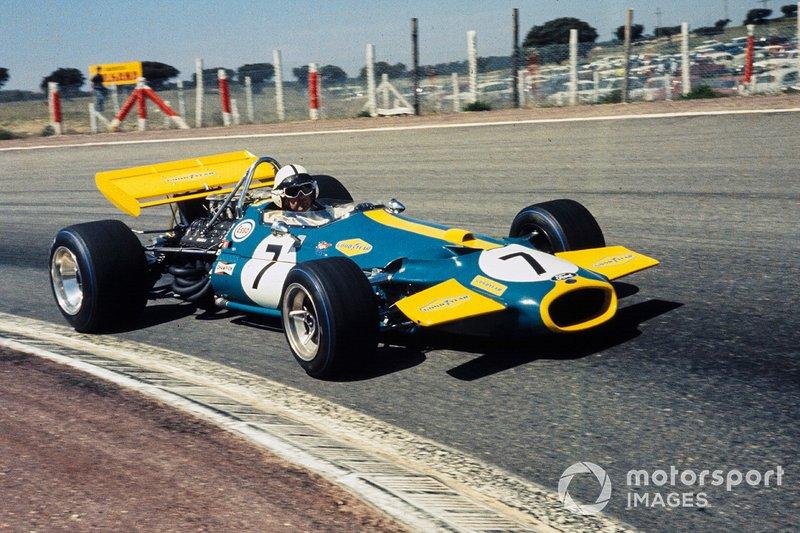 «Черный Джек» несколько раз атаковал, но соперники были достойны друг друга, и шотландец оставался впереди. Но погоня не прошла бесследно для Brabham. На 62-м круге обладатель поула вернулся к своим боксам с дымящимся мотором