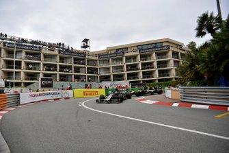 Romain Grosjean, Haas F1 Team VF-19, Daniel Ricciardo, Renault R.S.19