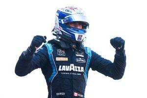 Yarış galibi Nicholas Latifi, Dams