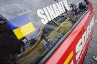 Машини SDrive через призму фотографа - відображення Калини Сергія Бєляєва у вікні вісімки Владислава Сінані