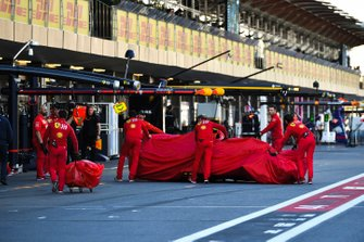 Ferrari mechanics with the veiled car of Charles Leclerc, Ferrari SF90, after his crash in Q2