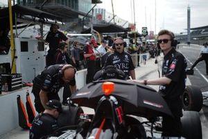 James Davison, Dale Coyne Racing Honda, crew