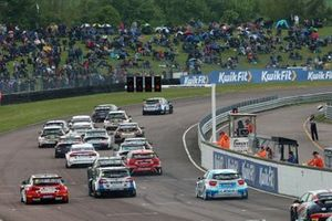 BTCC Start at Thruxton