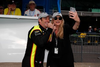 Simon Pagenaud, Team Penske Chevrolet celebrates winning the NTT P1 Award with girlfriend Hailey McDermott