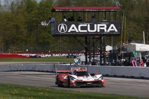 #6 Acura Team Penske Acura DPi, DPi: Juan Pablo Montoya, Dane Cameron taking the checker flag