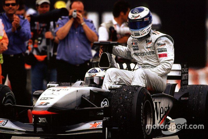 2001: La desesperación de Hakkinen en la última vuelta