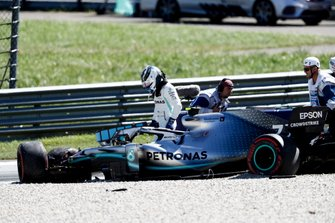 Valtteri Bottas, Mercedes AMG W10 getting out of his car after his crash
