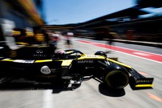 Daniel Ricciardo, Renault F1 Team R.S.19, quittant son garage