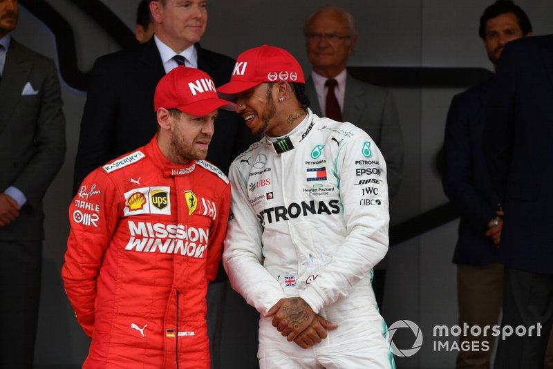 Podio: segundo lugar Sebastian Vettel, Ferrari, y ganador de la carrera Lewis Hamilton, Mercedes AMG F1