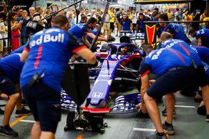 Toro Rosso pit stop practice